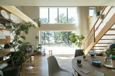 吹き抜けと大きな窓で、湖の景色と暮らすお家 【30坪~32坪、2000~2200万円】