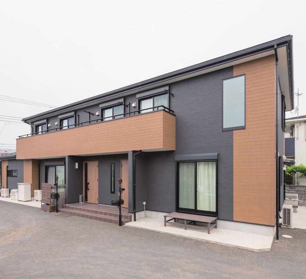 縦割りの完全分離型二世帯住宅の外観(玄関)