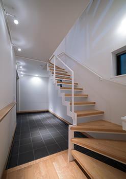 注文住宅で5000万円以上する家の内観(玄関)