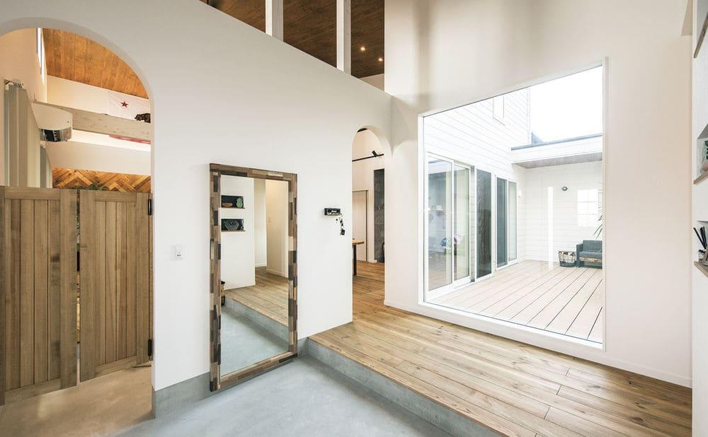 注文住宅で3000万円台の家の内観(玄関)