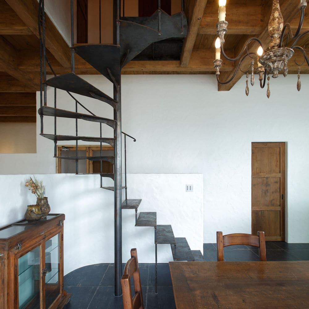 注文住宅で5000万円以上する家の内観(階段)