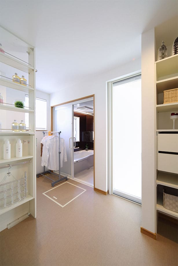 注文住宅で2000万円台の家の内観(洗面室)