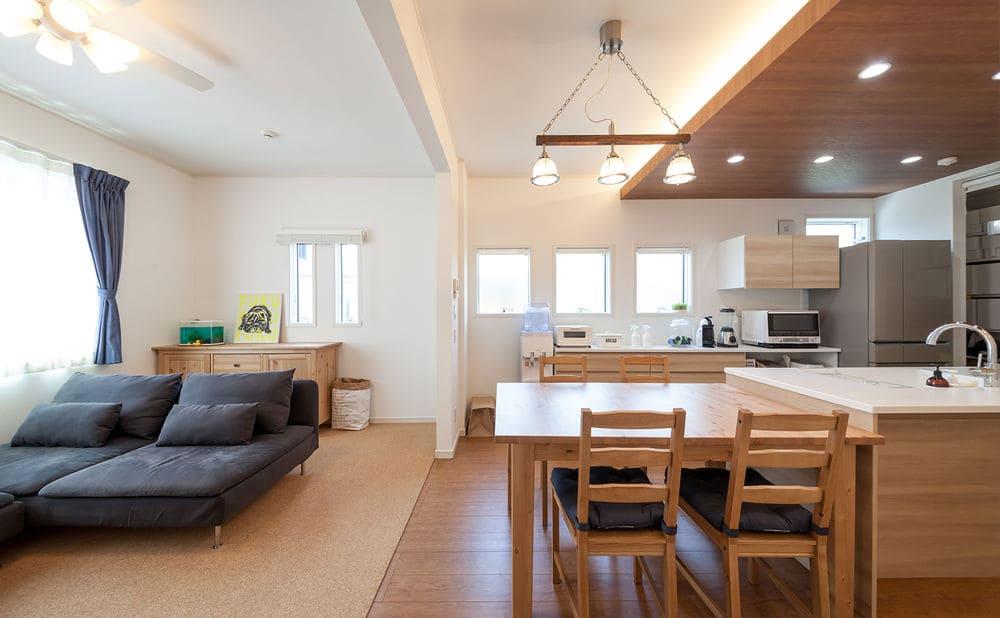 注文住宅で2000万円台の家の内観(リビング)