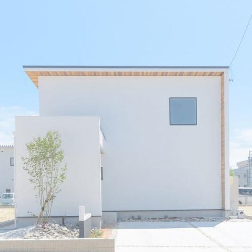 注文住宅のおしゃれな外観(シンプル/モダン)
