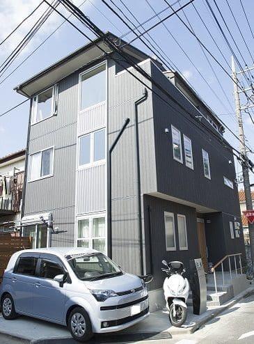 3階建ての家の外観
