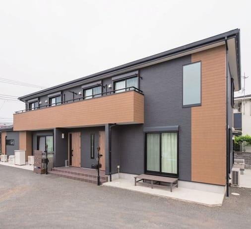 縦割りの完全分離型二世帯住宅の外観