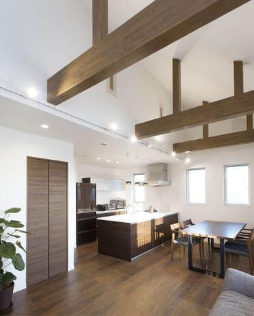 横割りの完全分離型二世帯住宅のLDK