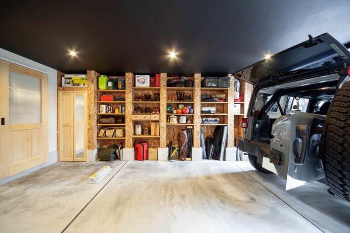 狭小地のガレージハウスのガレージ