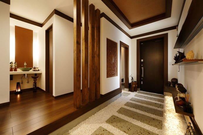 3階建ての家の玄関