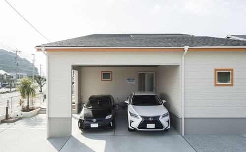 平屋のガレージハウスのガレージ